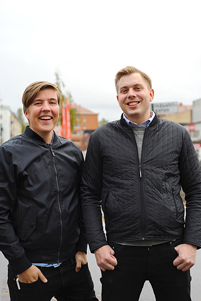 Foto: Björn Lisinski. Från vänster: Tobias Johansson Kund- och hållbarhetsansvarig, Johan Aronsson, VD, Marknadsbyrån.