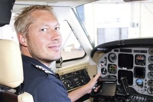 Många piloter pendlar. Det är skönt att slippa det, säger Tobias Holmgren. Foto: Mirjam Lindahl