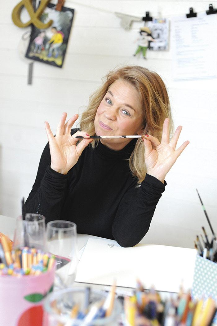 Bettina Johansson målar gärna med Gouache som är en täckande vattenfärg. Foto: Björn Lisinski