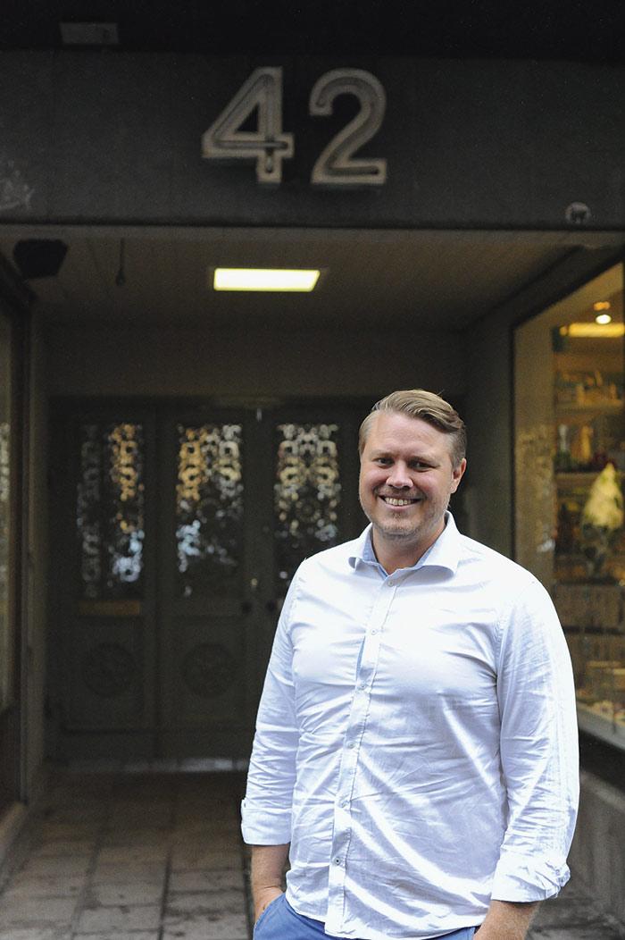 """Drönare kommer bli som bilar och flyga på """"vägar"""" runt omkring oss, förespår Ludvig Emgård. Foto Björn LIsinski"""