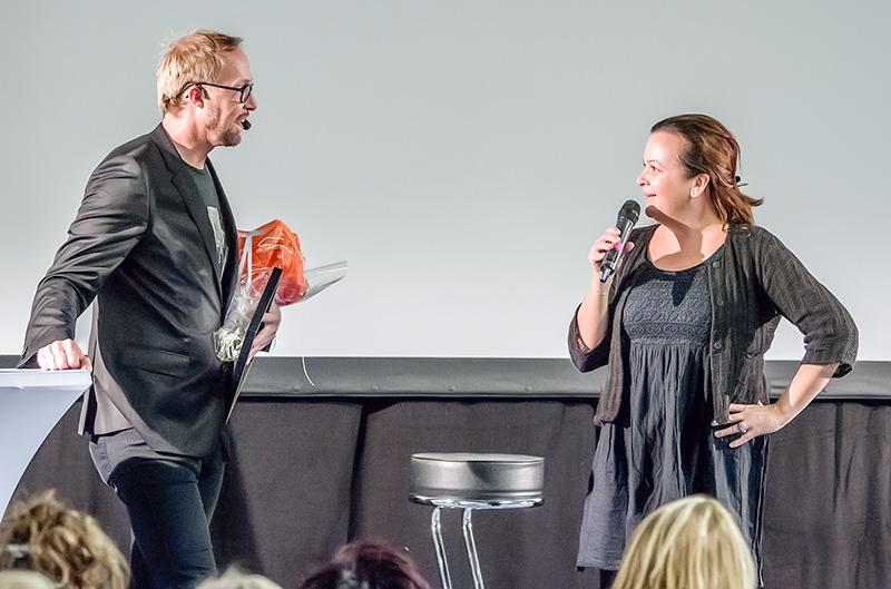 Erik Åqvist, näringslivsstrateg på Linköpings kommun och pristagaren Emma Johansson. Foto: Karl-Göran Zahedi Fougstedt