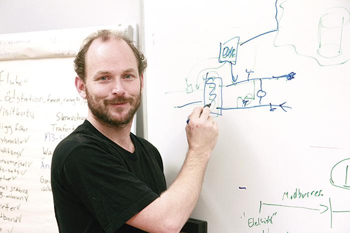 Take Aanstoot är grundare till företaget Modio som erbjuder säkerhet och smart styrning inom byggnadsautomation.