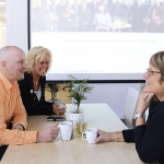 I Dospace finns tid och plats för goda samtal. Som här med Björn Ekengren, Karin Nordén Reinvart och Ann-Louise Kroon.