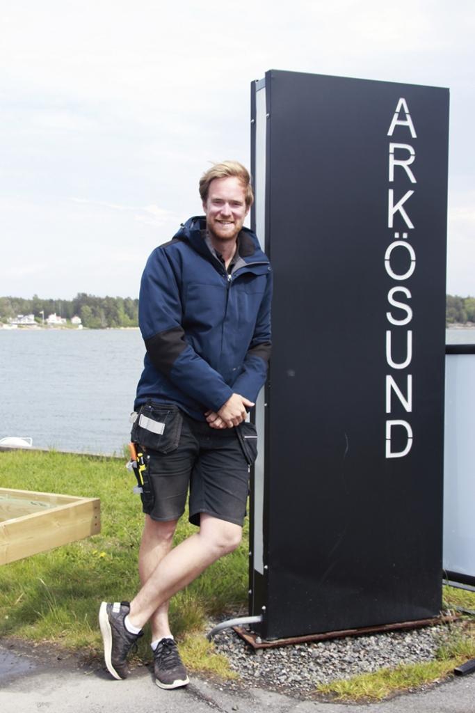 """""""Välkommen till Arkösund och världens finaste kust!"""" säger Anton Dahllöf. Foto: Mirjam Lindahl"""