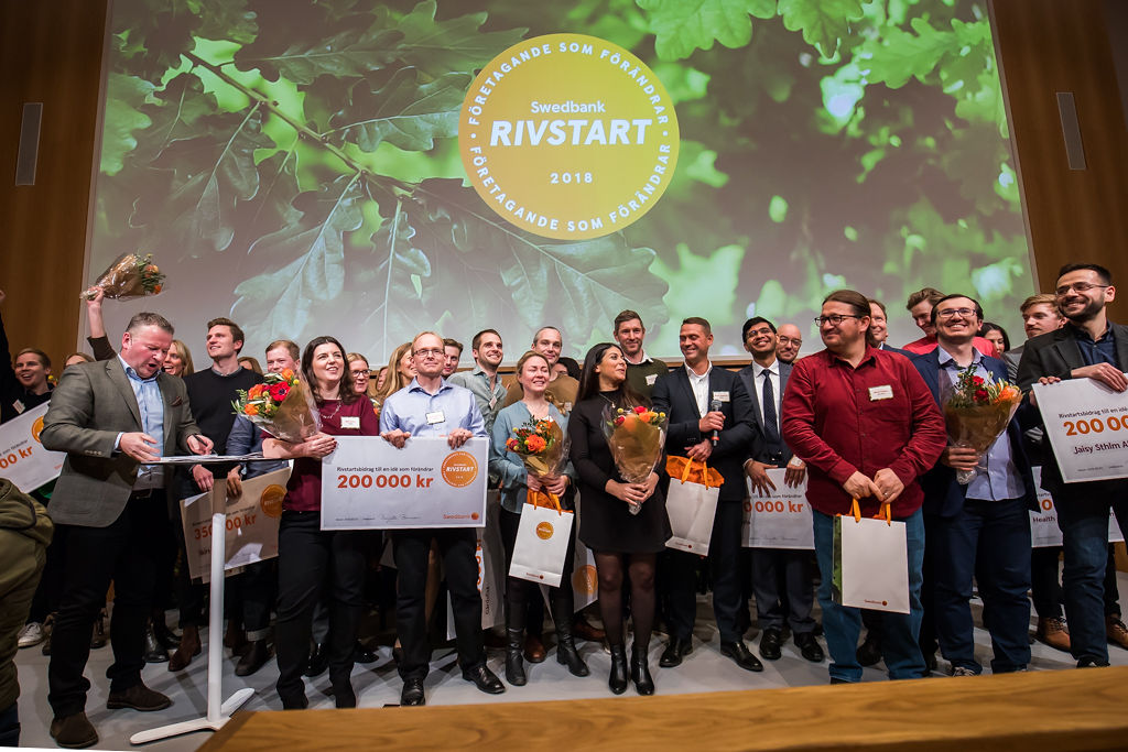 Skira och Edvira bland finalisterna i Swedbanks entreprenörstävling rivstart