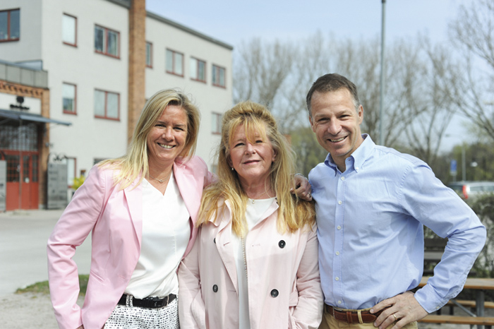 Sara Kremsl, Catarina Thuning och VD Mike Helber. Foto: Björn Lisinski