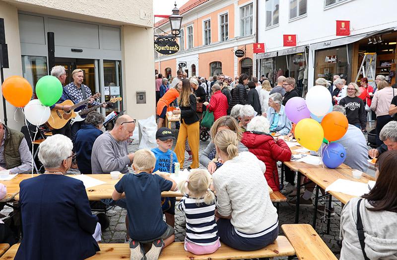 Vadstena Sparbank firade med hela staden