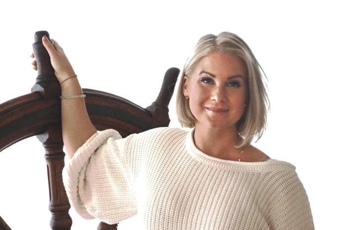 Amanda vill sprida livsglädje med Yoga